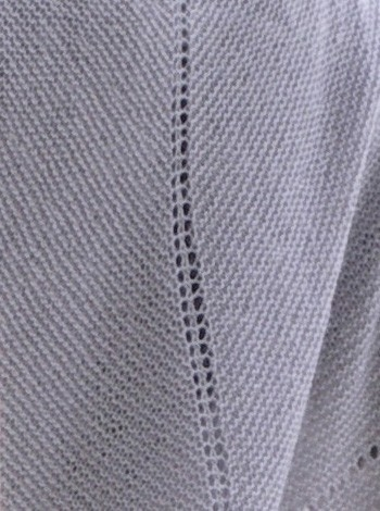 14.4 Sjal med svunget kant og flettemønster